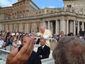 Alex's photo of the Pope 25 Sept 2002 (2)