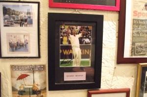 Shane Warne in cafe